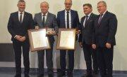 Prezesi szpitala na Józefowie z medalami Pro Mazovia