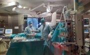 Z kamerą przy operacji wymiany zużytych elektrod w sali hybrydowej szpitala na radomskim Józefowie